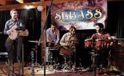 Ein Perkussionsspektakel zu viert mit (v. l.) Nehrun Aliev, Seraphim von Werra, Adrian Böckli und Gastmusiker Velican Sagun. (Bild: Max Pflüger)