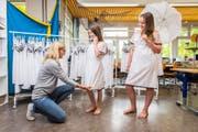 Bei den Vorbereitungen fürs Kinderfest sind die Schulen von Textilfirmen unterstützt worden. So auch die Primarschule Boppartshof. (Bild: Urs Bucher)