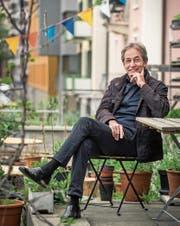 «Der 1. Mai bleibt ein Orientierungspunkt»: Ruedi Meier im Garten des Luzerner Neubads. (Bild: Boris Bürgisser (24. April 2018))