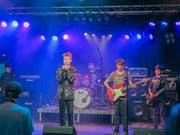 Die Schülerband «Genius» der Musikschule Werdenberg eröffnete die Rocknacht im Krempel und heitzte dem Publikum ordentlich ein. (Bild: Julia Kaufmann)