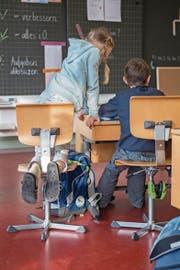 Die Übernahme der Kosten für die Volksschule ist stark umstritten. (Symbolbild: Boris Bürgisser)