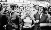 Viele Männer – eine Frau. Unruhen am 30. Mai 1968 in Paris. Der Einsatz der Frauen war aber weit grösser, als es dieses Bild vermittelt. (Bild: Getty)