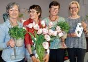 Die scheidende Präsidentin Evelyn Spring (2. v. l.), flankiert von den Nachfolgerinnen Susanne Spring und Vreni Strasser. Ganz rechts: die neue Kassierin Gudrun Bolis. (Bild: Margrith Pfister-Kübler)
