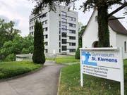 Das Internatsgebäude (links) steht den Schülern ab Sommer 2019 nicht mehr zur Verfügung. (Bild: Yasmin Kunz (Ebikon, 2. Mai 2018))