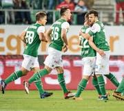 Die St. Galler bejubeln einen Treffer gegen den FC Luzern – am Ende resultierte eine Niederlage. (Bild: Benjamin Manser (St. Gallen, 9. Mai 2018))