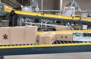 Die neuen EU-Richtlinien haben Folgen für Schweizer Versandzentren. Blick ins Logistikzenter von Digitec Glaxus. (Bild: Gaetan Bally/Keystone (Wohlen, 25. Januar 2018))