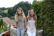 Bernadette Meier (rechts) schreibt über ihre hellsichtige Tochter Christina. (Bild: Beat Lanzendorfer)