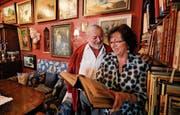 Mehr Wohnzimmer als Speisesaal: Urs und Rita Wilhelm in ihrem Restaurant Schäfli in Altnau. (Bild: Donato Caspari)