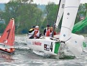Die Crew der Seglervereinigung Kreuzlingen hält die Konkurrenz auf dem Bodensee auf Distanz. (Bild: Claudia Somm/Swiss Sailing League)