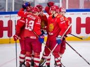 Die russischen Spieler jubeln über einen Treffer gegen die Slowakei. Am Ende siegten die Russen 4:0 und gewährten der Schweiz damit im Kampf um das letzte Viertelfinal-Ticket Schützenhilfe (Bild: KEYSTONE/EPA SCANPIX DENMARK/MADS CLAUS RASMUSSEN)