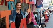 Barbara Schibli im Buchstabenpavillon an den Literaturtagen.