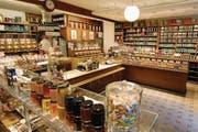 Wohlgerüche aus aller Welt umschwirren die Nase im Kolonialwarenladen Schwarzenbach mitten in Zürich. Der Laden im Niederdorf erinnert an die «guten alten Zeiten». (Bild: FSZ)