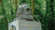 Marx sei gegen ein Denkmal auf seinem Grab, hat sein Freund Friedrich Engels erklärt. Trotzdem hat er 1956 eines bekommen. (Bild: Getty (London))