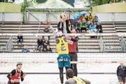 Die beiden Schweizer Adrian Heidrich und Mirco Gerson (Nummer 2) setzen sich gegen das Duo aus Indonesien durch. (Bild: Manuela Jans-Koch (Luzern, 10. Mai 2018))