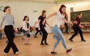 Eine innert kürzester Zeit einstudierte Choreografiesequenz gibt Aufschluss über Taktgefühl und tänzerisches Können. (Bild: Christine Gregorin)