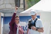 Achtung, fertig, los! Ehrenstarterin Vroni Thalmann-Bieri gab um 14.30 Uhr den Startschuss zum 41. Luzerner Stadtlauf. (Bild: Pius Amrein)