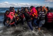 Immer noch kommen fast täglich Flüchtlinge auf der griechischen Insel Lesbos an. Über 4000 waren es seit Jahresbeginn. (Bild: Santi Palacios (AP))