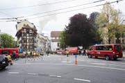 Wegen des Brandes ist eine Spur beim Hirschengraben stadtauswärts gesperrt. (Bild: Jakob Ineichen (Luzern, 2. Mai 2018))