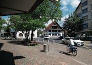 Die Kreuzung beim Rathaus wäre für einen Dorfplatz ideal. (Bild: Stefan Kaiser (Baar, 8. Mai 2018))