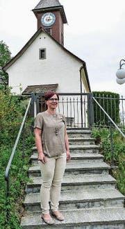 Die frisch gewählte Kirchenvorsteherin Nadia Hasler vor der Michaelskirche in Aawangen. (Bild: kli)