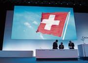 Firmen mit dem Schweizer Kreuz sind begehrt. Im Bild eine Impression von der GV der Grossbank Credit Suisse. (Bild: Ennio Leanza/Keystone (Zürich, 29. April 2016))