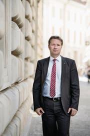 Der parteilose Finanzdirektor Marcel Schwerzmann (52) beim Regierungsgebäude. (Bild: Corinne Glanzmann (Luzern, 13. April 2017))