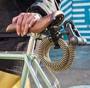 Leichte Schlösser sind nicht sicher, stabilere zu schwer: Tex-Lock verspricht mit seinem leichten, textilen Material eine ebenbürtige Sicherheit wie bei massiven Bügel- oder Kettenschlössern. (Bild: Thomas Dietze www.thomas-dietze)