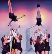 Waghalsige Akrobatiknummern gehören ebenfalls zum Programm der Co-Dancer im Pentorama. (Bild: Manuel Nagel)