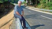 Fredy Oettli freut sich über den zügig erneuerten Damm. (Bild: Mario Testa)