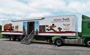 Der Flucht-Truck beim Gymnasium Untere Waid. (Bild: Flavia Borrer)
