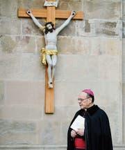Der Churer Bischof Vitus Huonder bezeichnet alle Bundesratsparteien als wählbar für Katholiken. (Bild: Arno Balzarini/Keystone)