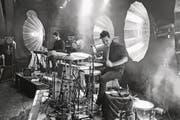 Der Schlagzeuger Jwan Steiner in seinem Element. (Bild: PD/Marco Sieber)