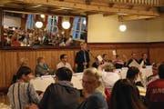 Präsident Walter Brand (Mitte) führte durch die Versammlung. (Bild: Lea Kathriner (Sarnen, 4. Mai 2018))