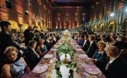 Mit viel Pomp feiert sich das Nobelpreiskomitee jedes Jahr bei einem Galadinner in Stockholm selbst. (Bild: Hendrik Montgomery/AP)