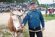 Mit dem Siegermuni namens Sheriff beim Schwarzsee-Titel im Jahr 2012. (Bild: Alessandro della Valle/Keystone (Schwarzsee, 24. Juni 2012))