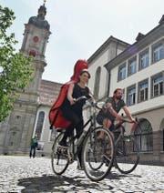 Nach dem gestrigen Mittagskonzert in der Kirche St. Laurenzen in der St. Galler Altstadt fahren Ida Johanne Kühn Riegels und ihr Freund Esben in Richtung Amriswil weiter. (Bild: Manuel Nagel)