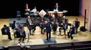Der Dirigent Marc Draeger gibt den Musikern im Theater Casino den Takt vor. (Bild: Stefan Kaiser (Zug, 12. Mai 2018))