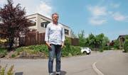 Andreas Rohrer vor seinem Haus am Aamattweg. (Bild: Matthias Piazza (Sarnen, 7. Mai 2018))