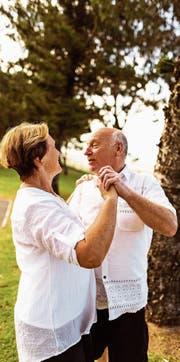 Wer sich an die wichtigsten fünf Regeln hält, kann mit einiger Gewähr auch noch im fortgeschrittenen Alter zum Tanz bitten. (Bild: Getty)