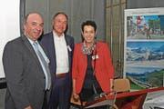 Präsident Andreas Amschwand (links) mit Geschäftsführerin Martha Bächler und dem scheidenden Vizepräsidenten Niklaus Bleiker. (Bild: Robert Hess (Sachseln, 8. Mai 2018))