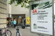 Über Ladenöffnungszeiten wurde in den vergangenen zwanzig Jahren in verschiedenen Kantonen abgestimmt. Im Bild ein Plakat für den Thurgauer Urnengang von 2002. (Bild: Nana do Carmo - 21. September 2002)
