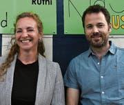 Bettina Kehl, Interimspräsidentin, heisst den neuen Elternvertreter Andreas Büchel willkommen. (Bild: Rösli Zeller)