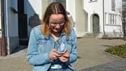 «In meinem Alter ist das Leben ohne Handy undenkbar», sagt Lea Bamert. Dass die Mediennutzung nicht in jedem Alter unbedenklich ist, zeigte sie in ihrer Maturaarbeit zum Thema «Kinder und digitale Medien». (Bild: Marco Cappellari)