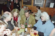 Hoher Besuch von Schriftsteller Günter Grass im Restaurant Kreuz (Mai 1998). (Bild: NIKLAUS STAUSS (NIKLAUS STAUSS))
