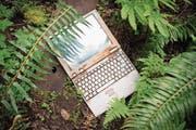 Computer begleiten uns heute überall hin. Aus Grossrechnern sind Kleingeräte geworden – Segen und Fluch zugleich, als Ware schnell veraltet. (Bild: Getty)