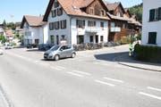 In Bronschhofen ist es zur Kollision zwischen einem 85-jährigen Autofahrer und einem 67-jährigen Velofahrer. (Bild: Kapo SG)