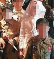 Kämpfer und Krankenschwester: Szene aus dem Schülertheater über die Schlacht bei Gallipolli. (Bild: «Sonntags-Blick»)