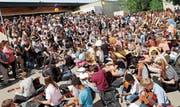 Zahlreiche Musiker, Schüler und Gäste genossen das 40-Jahr-Jubiläum. (Bild: Benjamin Schmid)