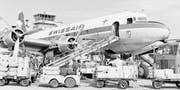 Die «Unterwalden», hier in den 1950er-Jahren zu sehen, wird auf dem Flughafen Zürich beladen. (Bild:)