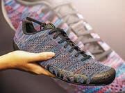 Die kleinen Extras für die passionierten Velofahrer: Retrolook bei den Schuhen: Giro verwendet beim Modell Republic Knit statt eines Schafts aus Kunststoff ein atmungsaktives Gestrick. Es sitzt wie eine Socke und ist dauerhaft wasserabweisend. (Bild: PD)